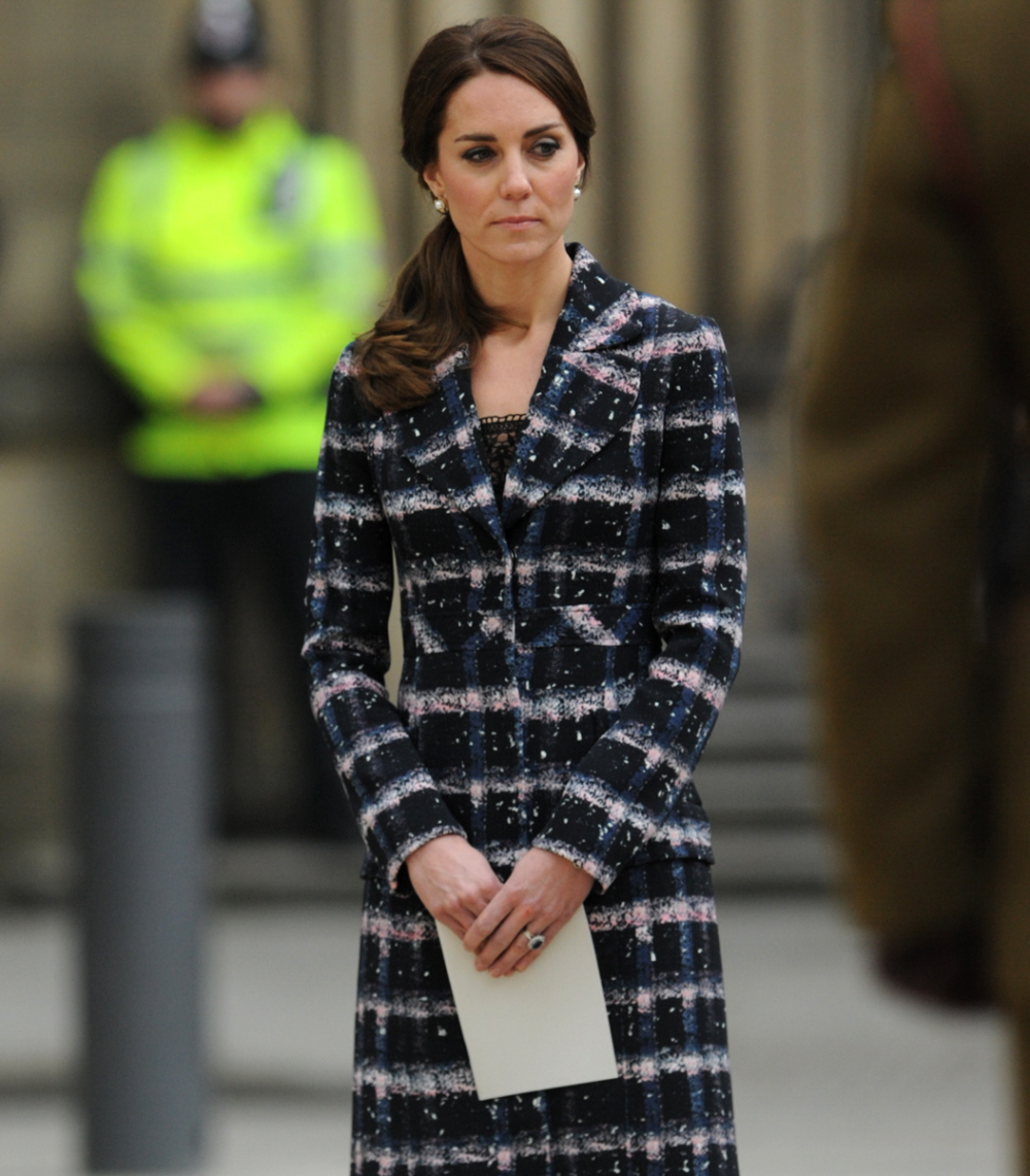 wenn29681238  bitchy | DM: Does Duchess Kate clutch her crotch to keep away from shaking arms? wenn29681238
