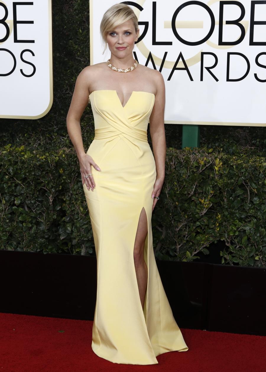 wenn30702574  bitchy | Blake Vigorous in velvet Versace on the Golden Globes: beautiful or overkill? wenn30702574