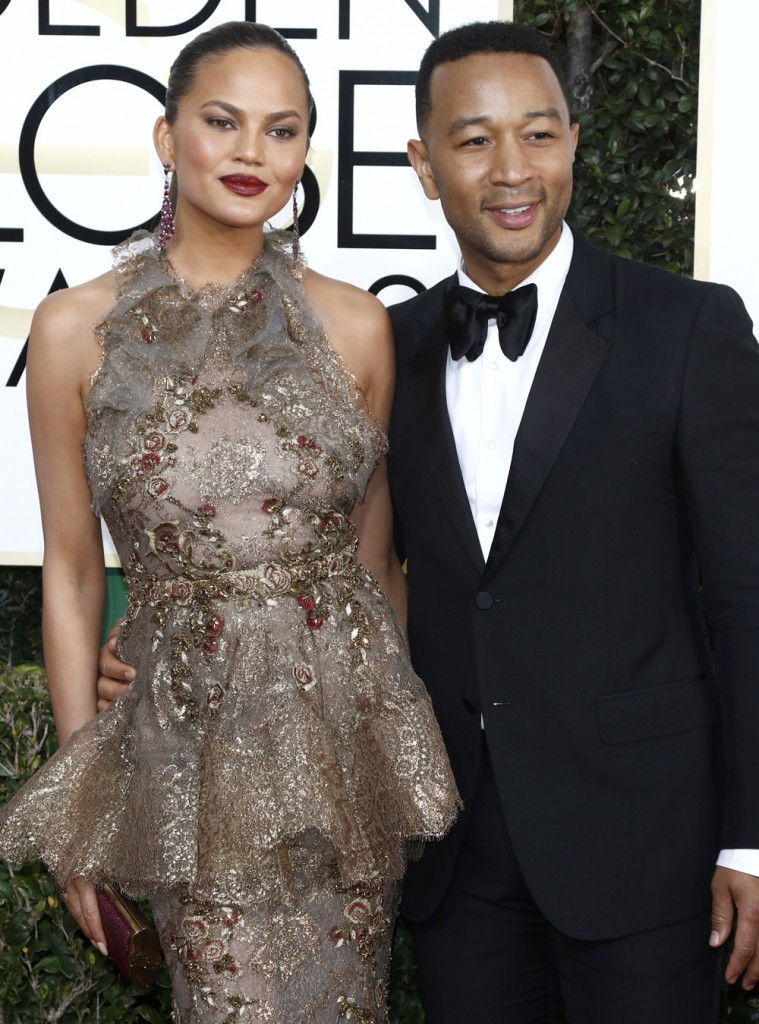 wenn30702653  bitchy   Sarah Jessica Parker in bridal Vera Wang on the Golden Globes: crazy-looking or cool? wenn30702653