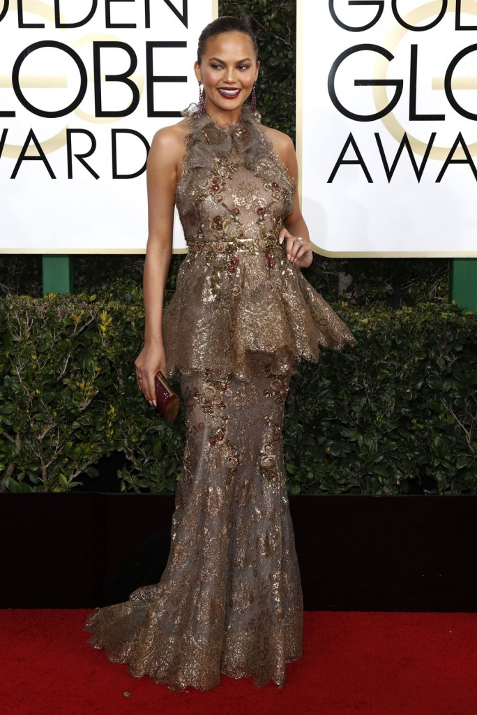 wenn30702654  bitchy   Sarah Jessica Parker in bridal Vera Wang on the Golden Globes: crazy-looking or cool? wenn30702654