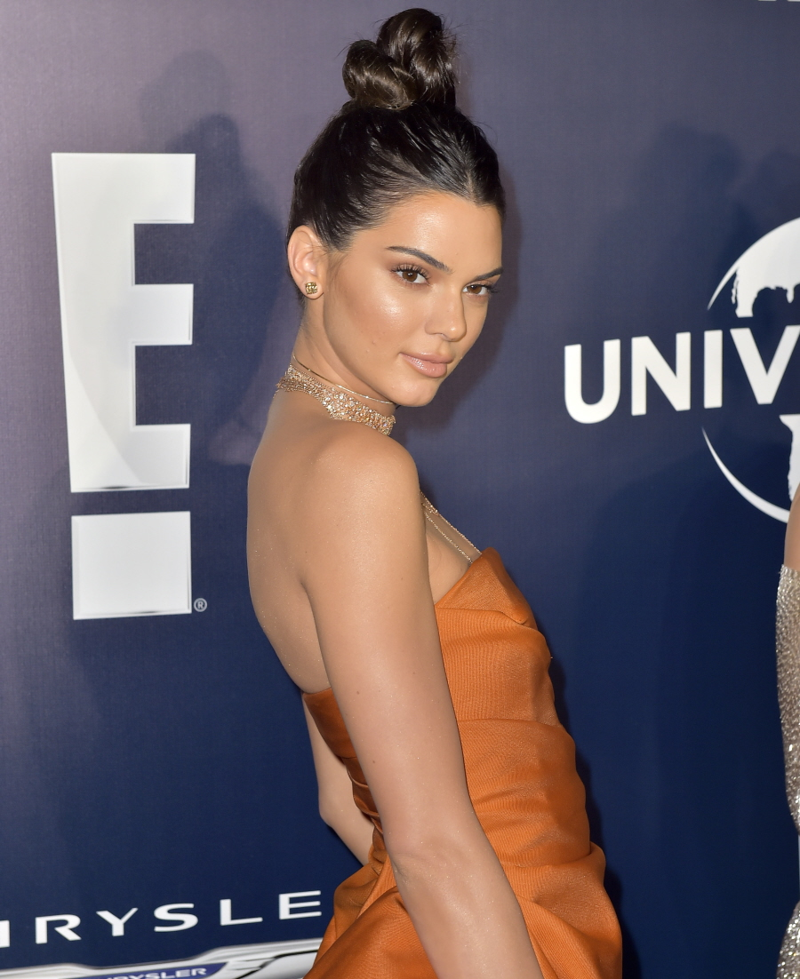 wenn30708799  bitchy | Kylie & Kendall Jenner each appeared crazy-plastic at a post-Globes celebration wenn30708799
