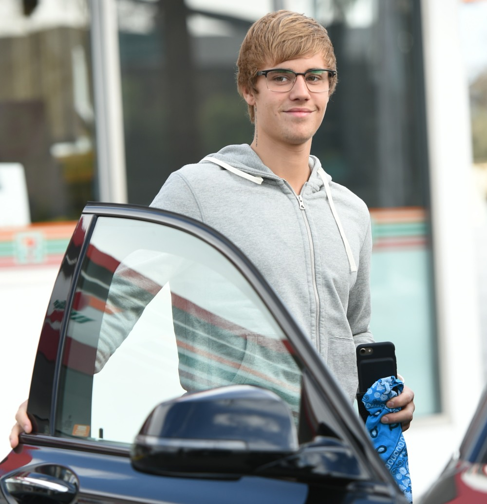Justin Bieber goes into the gas station