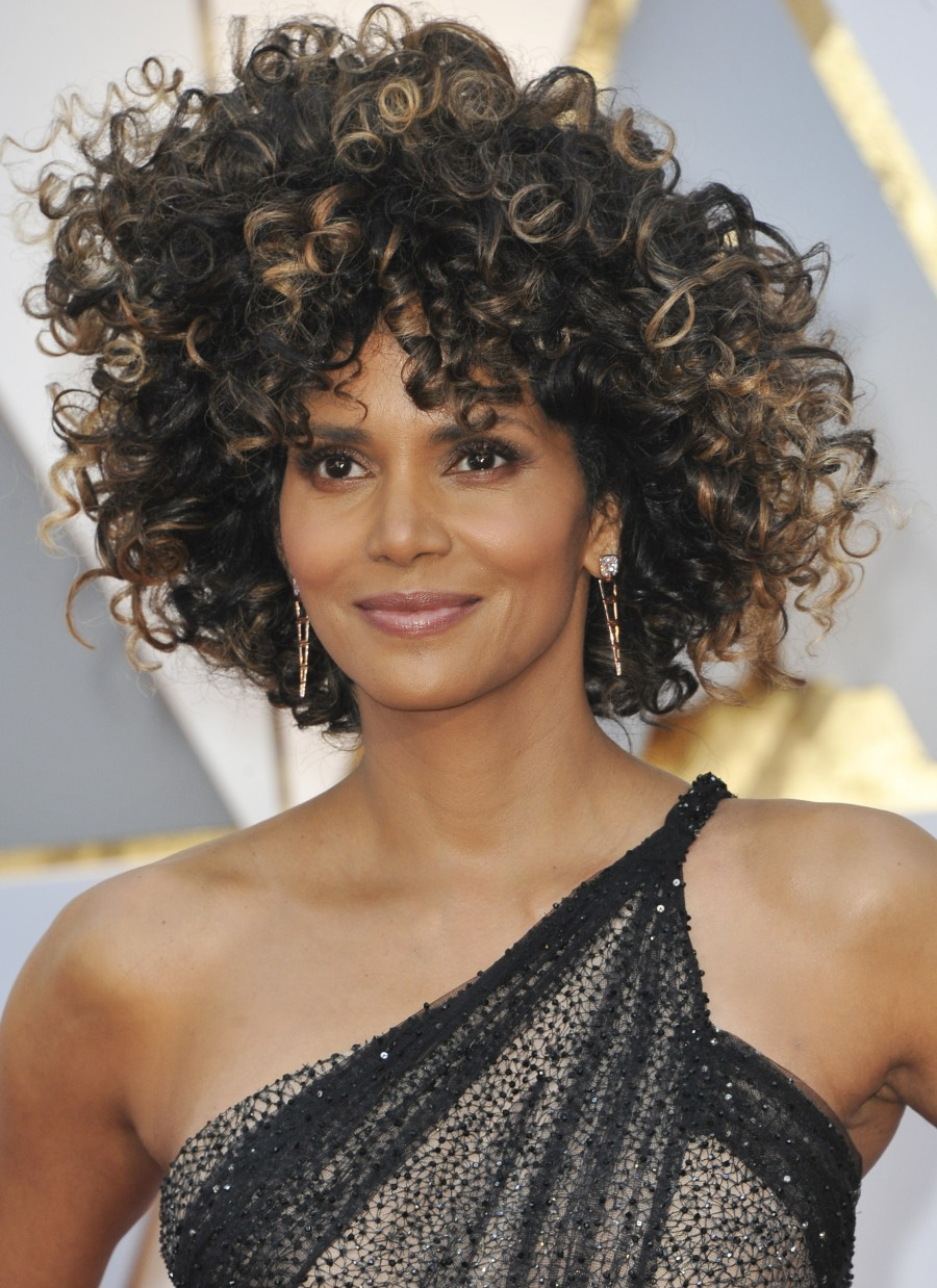 Cele|bitchy | Halle Berry in Versace & a giant wig (??) at ... Halle Berry