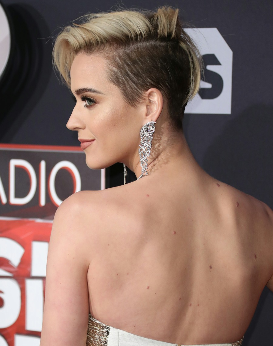 cele bitchy katy perry shows off new hair at the iheartradio awards