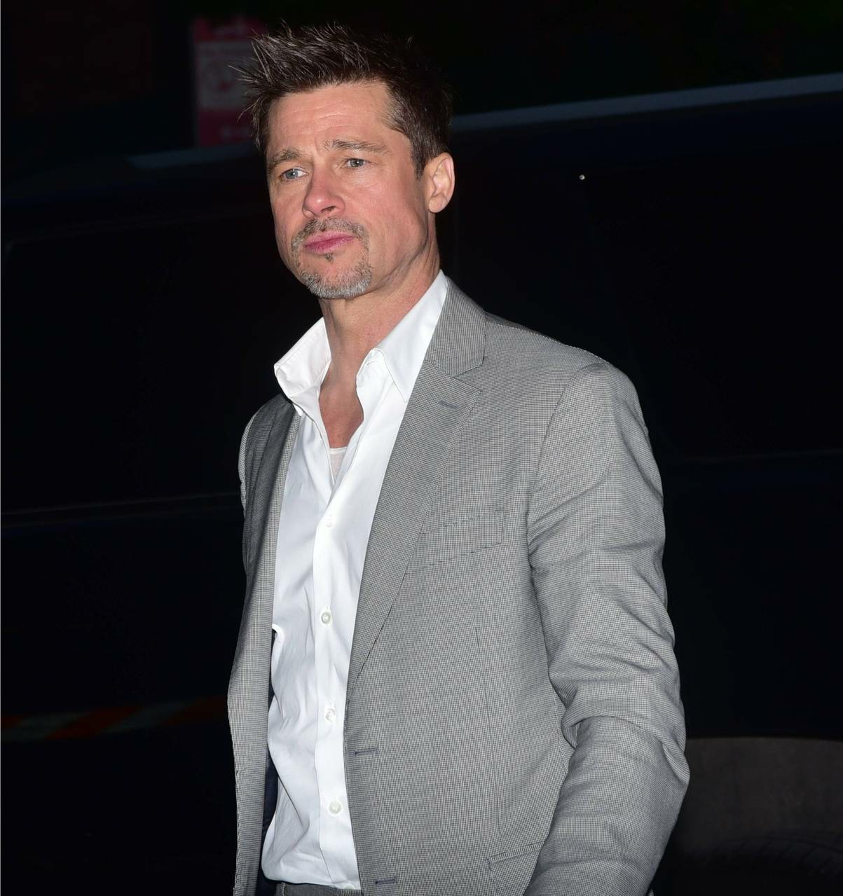 Unnamed sources swear that Brad Pitt & Sienna Miller are not happening
