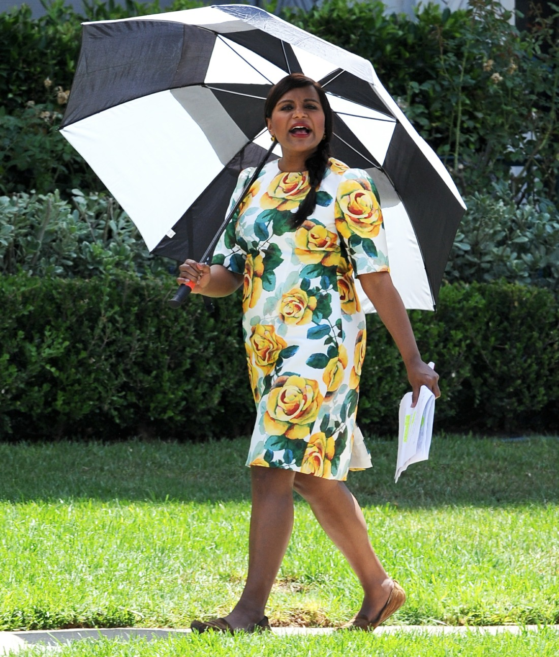 Mindy Kaling conceals her baby bump under a colorful dress