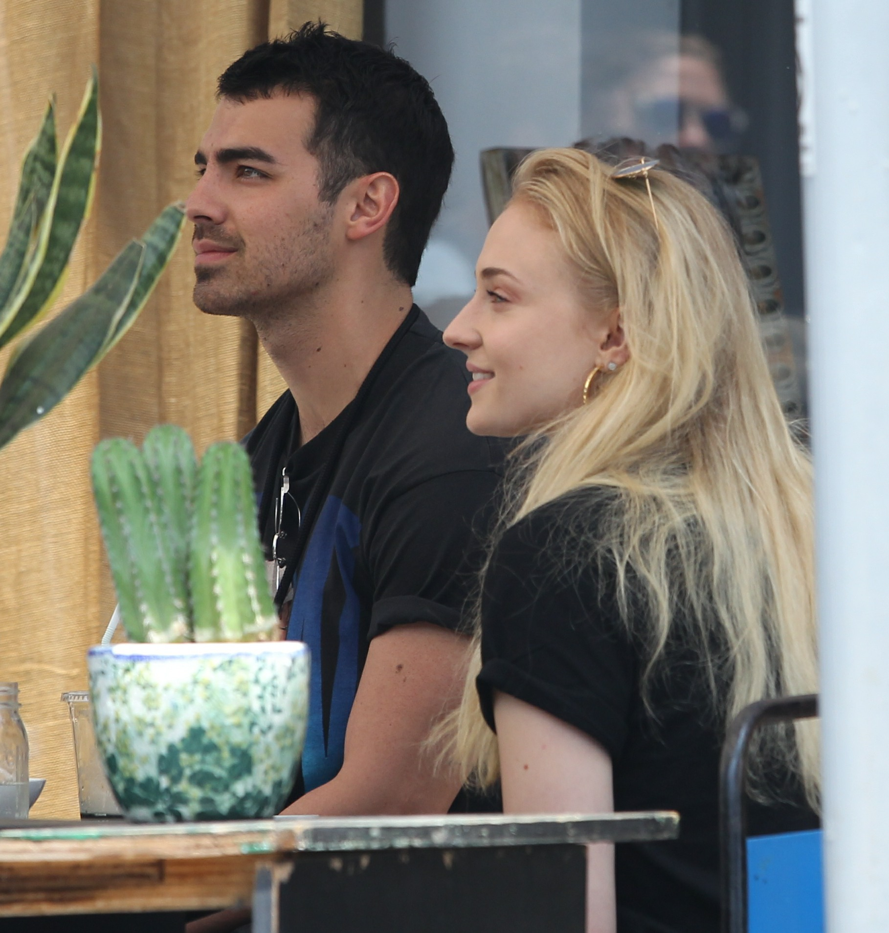 Joe Jonas & Sophie Turner are engaged, he proposed with a pear-shaped diamond