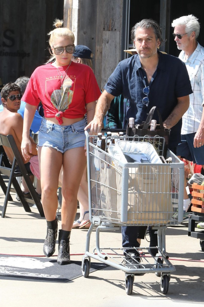 Lady Gaga and Christian Carino go 4th of July shopping with her mom