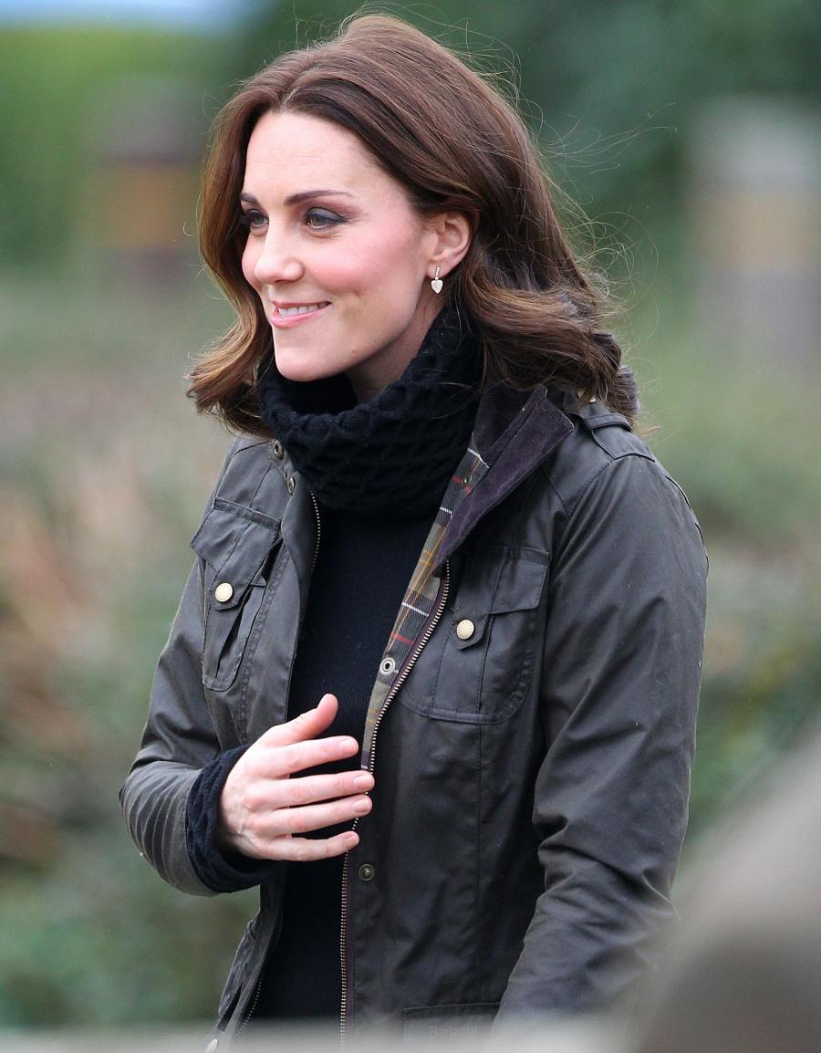 su alteza real La Duquesa De Cambridge visitas Robin Hood de la Escuela Primaria