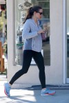 Jennifer Garner stops for a smoothie before hitting the gym