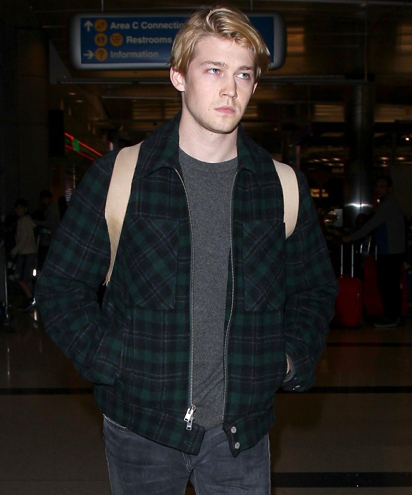 Joe Alwyn looks a little tired as he arrives to LAX