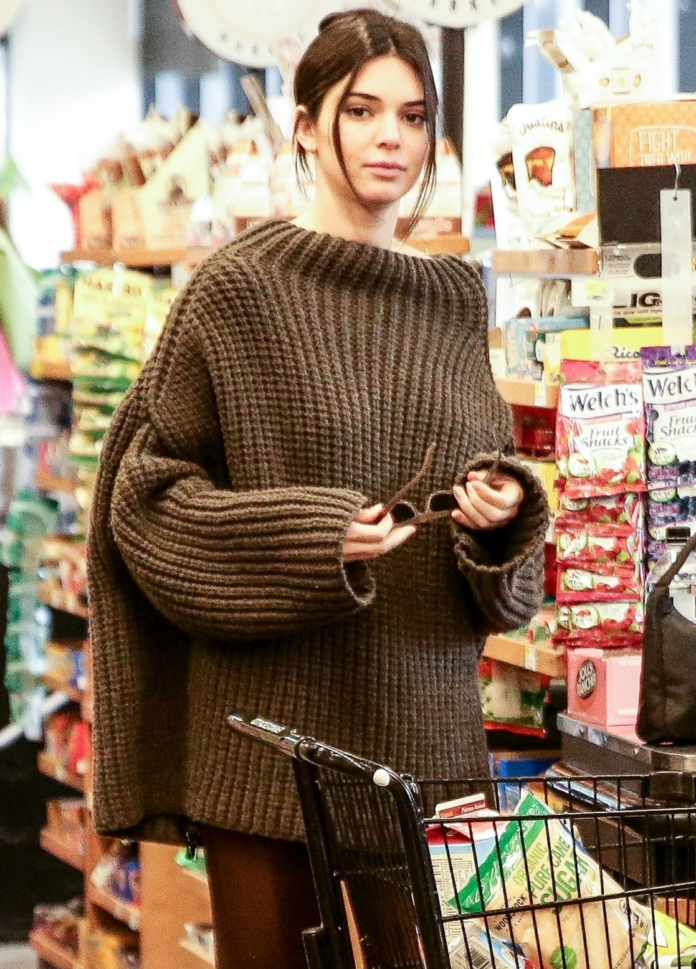 Kendall Jenner & Hailey Baldwin go grocery shopping while other models walk the runway for NYFW
