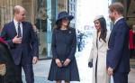 Meghan Markle, que llevaba un blanco Stephen Jones boina y un juego de Amanda Wakeley abrigo crombie, asiste a la Commonwealth Día en la Abadía de Westminster con su prometido el Príncipe Harry