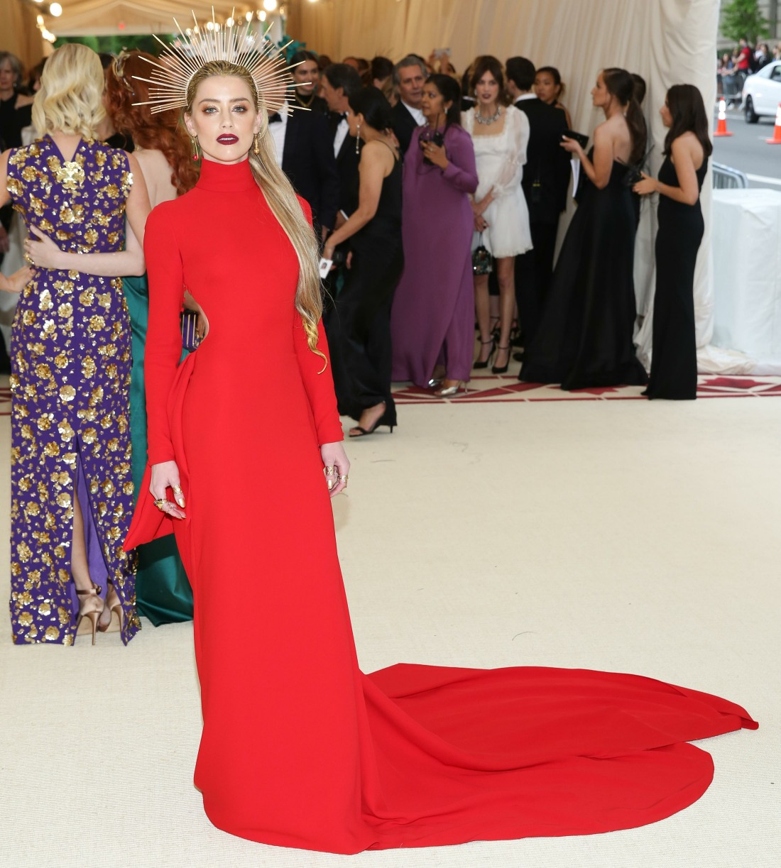 Amber Heard & Anne Hathaway Did Red Gowns