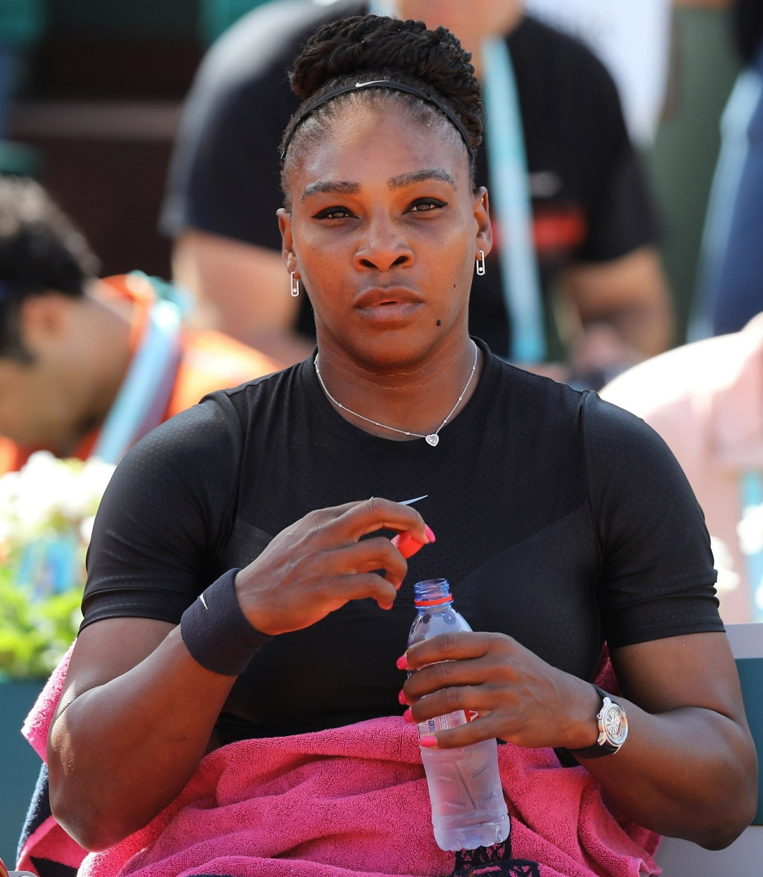 """Serena Williams withdrew from the French Open with an injury"" links"